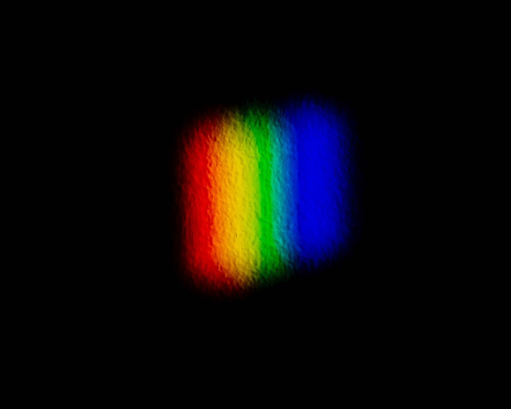 los colores estarán más separados entre sí en función de la potencia en dioptrías prismáticas que contenga el prisma.